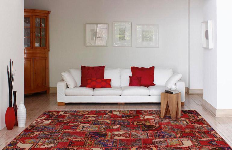 Красный ковер в интерьере Antik Patchwork 899-Natural